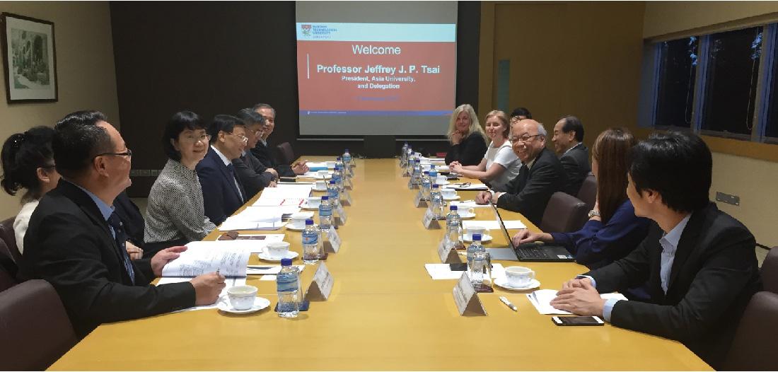 亞大校長蔡進發帶領參訪團,與新加坡南洋理工大學副校長余明華等人學術座談。