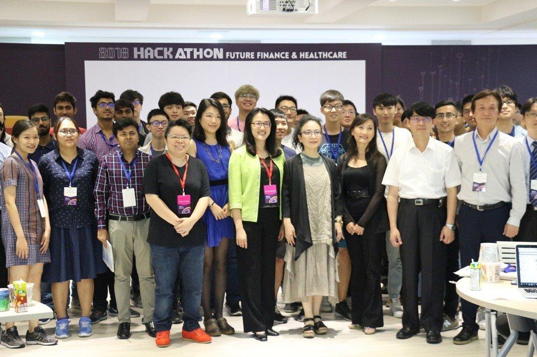 [轉貼]亞洲大學國際產學聯盟於INFORMS未來金融暨健康黑克松競賽開跑!