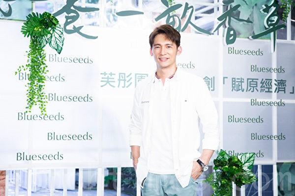 溫昇豪響應公益 「認養一畝香草田」